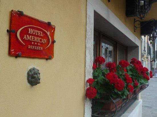 Hotel American Dinesen : Detalhe da frente do hotel