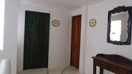 Ko'ox El Hotelito Beach Hotel: Vista de la entrada a la habitación