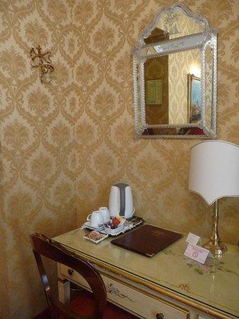 Hotel American Dinesen : Detalhe da decoração de um quarto duplo