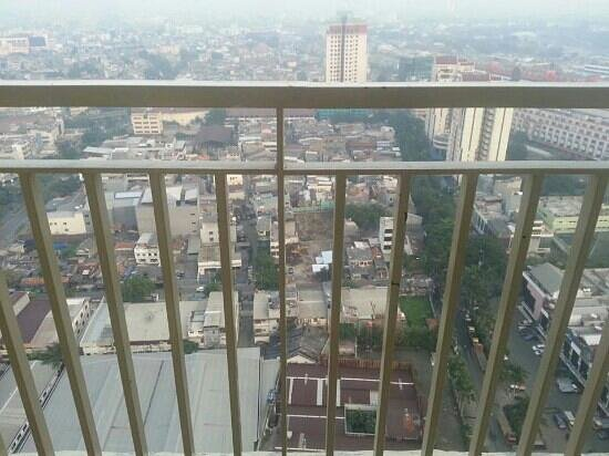 BEST WESTERN Mangga Dua Hotel and Residence: looking down from 31st. love the view!!