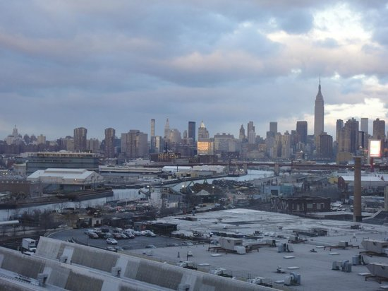 Fairfield Inn New York Long Island City/Manhattan View: The city view as you can see from the room