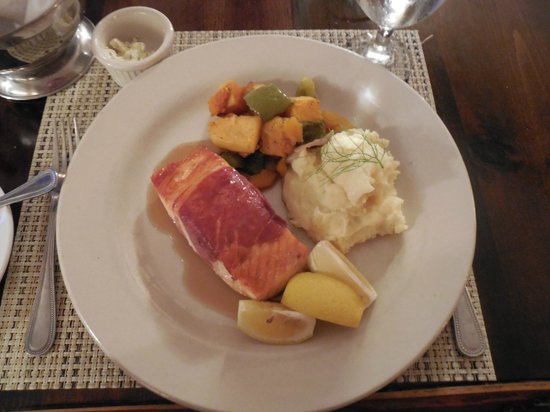 The Island Inn: Dinner in the restaurant at the Inn.  Proscuitto-wrapped salmon, butternut squash, mashed potato