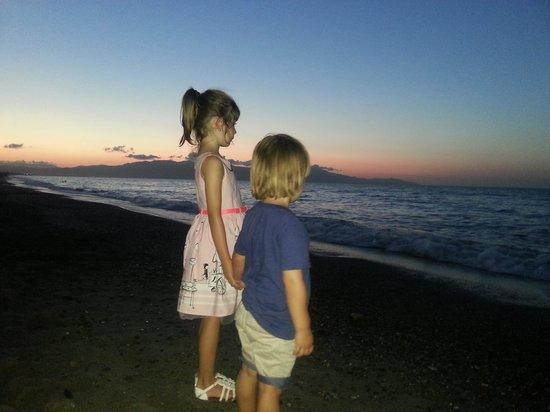 Indigo Mare : Beach at night