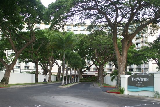 The Westin Maui Resort & Spa: Front Entrance to Hotel from Street