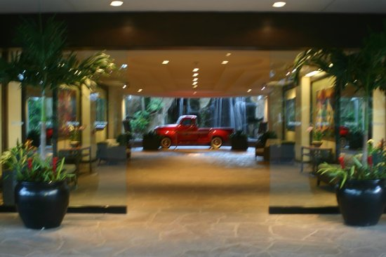 The Westin Maui Resort & Spa: Front of Hotel looking in