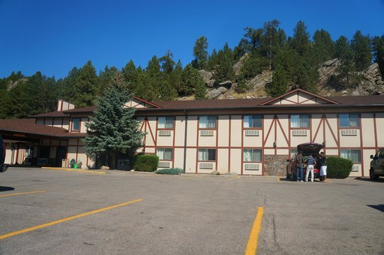 Super 8 Custer/Crazy Horse Area : outside of hotel