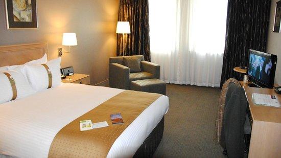 Holiday Inn Perth City Centre: Grand lit très agréable