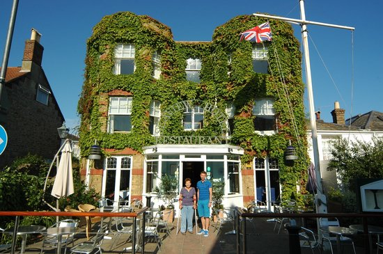 Seaview Hotel: Outside the Seaview