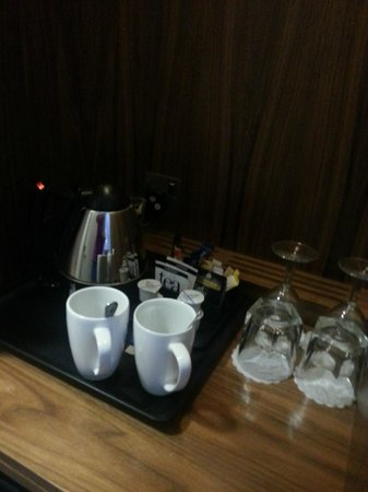Richmond Gate Hotel: tea.coffee in room