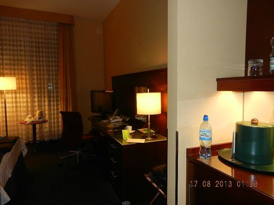 Courtyard Warsaw Airport: Room amenities