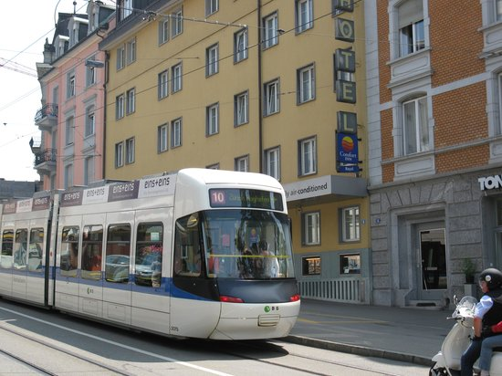 Comfort Hotel Royal Zurich : Close to transport