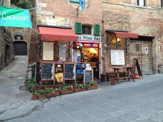 Sax Wine Bar: l ingresso