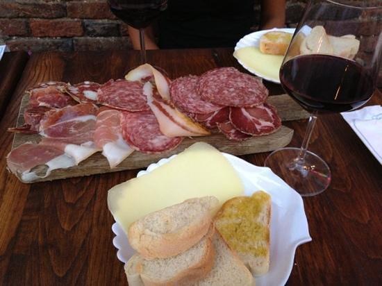 Sax Wine Bar: salumi e pecorino