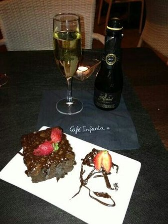 Cafe Infanta: Brownie and cava