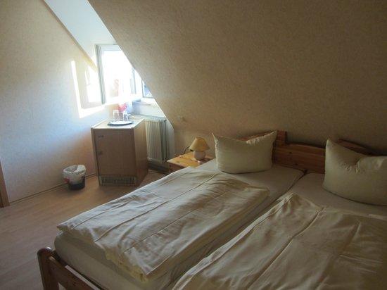 Zum Knurrhahn Hotel-Restaurant: Zimmer