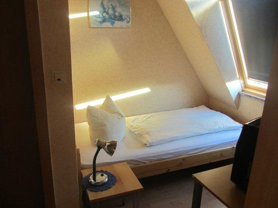 Zum Knurrhahn Hotel-Restaurant: 3. Bett im 3-Bett-Zimmer