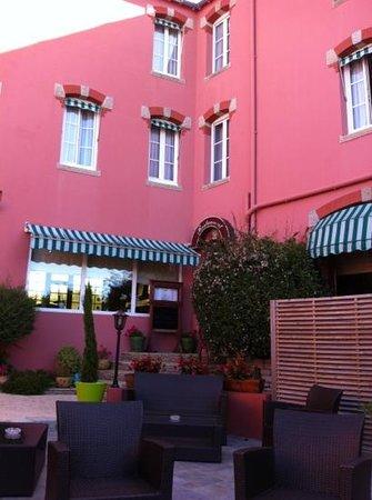 Hotel Le Trianon: entrée de l hôtel côté cour