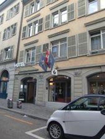 Sorell Hotel Rütli: 通り過ぎそうな感じです!