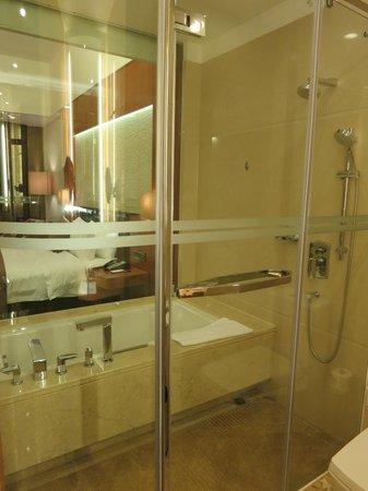 Vanburgh Hotel: Bathroom