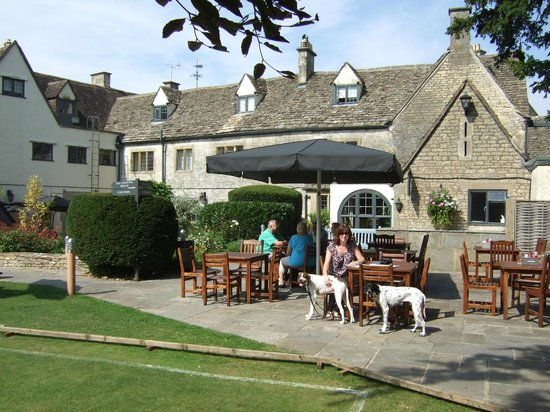 The Bear of Rodborough Hotel: Hotel and grounds