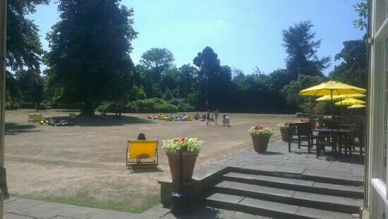 Sunninghill, UK: conference on the lawn