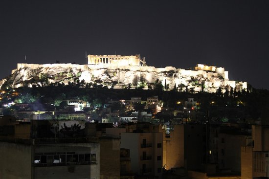 Arion Athens Hotel: Terrace view by night