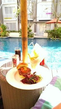 Ibis Styles Bali Benoa : Don´t eat their burger. Bones in the meat and badly cooked.