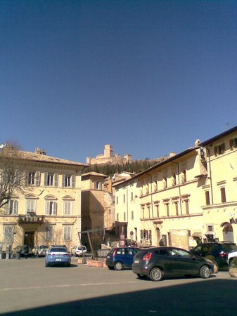 Hotel Berti: Square in Assisi
