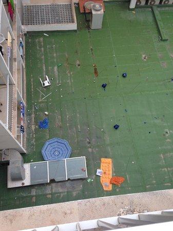 Playas Arenal: Gäste schmeissen Gegenstände aus dem Fenster