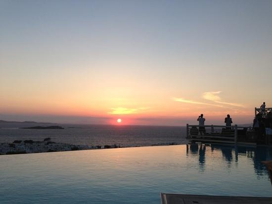 Vencia Hotel: sunset from pool area