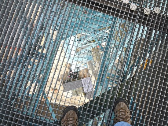 Clydebank Titan: Looking down through the platform!