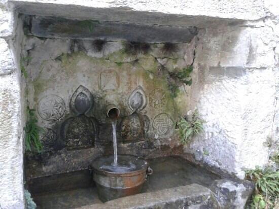 Au Clos des Remparts : la fontaine