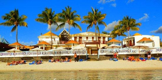 Gold Beach Resort: Vue de l'hôtel depuis la mer