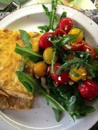 CocoRico : Homemade quiche with salade
