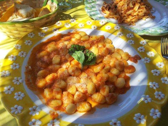 L'Antico Scantinato: gnocchi alla sorrentina e scialatielli alla siciliana