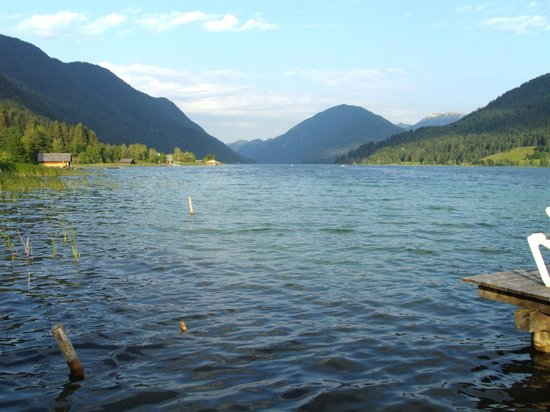 Hotel Regitnig: Wunderbarer Blick vom Privatstrand auf den See.
