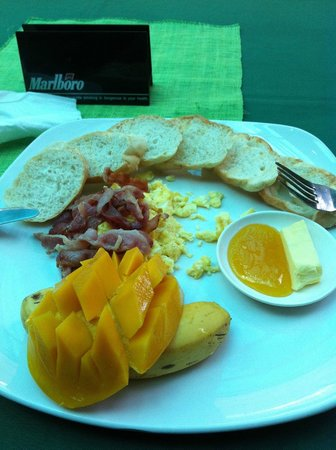 La Place Lounge resto bar: breakfast