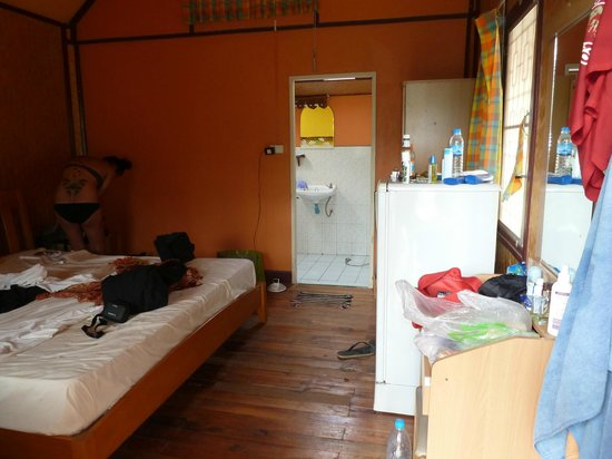 The Funky Fish : Nice room with A/C and hot water