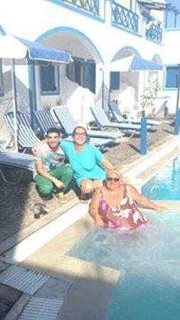 Roula Villa: Sotiris and us....