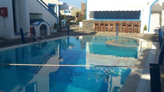 Roula Villa: The swimming pool
