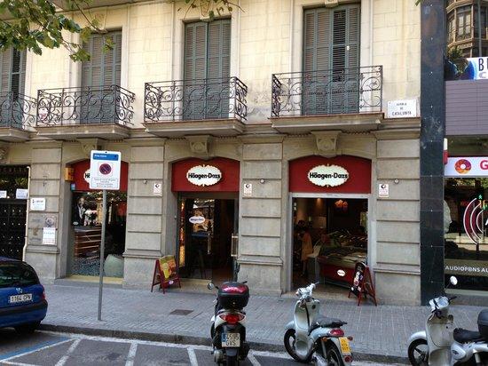Photo of Ice Cream Shop Haagen Dazs at Rambla De Catalunya, Barcelona, Spain