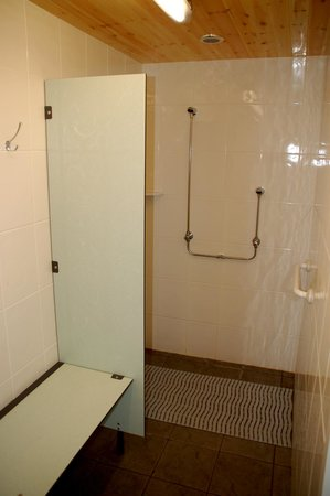 Willow Valley Holiday Park: one of eight double showers