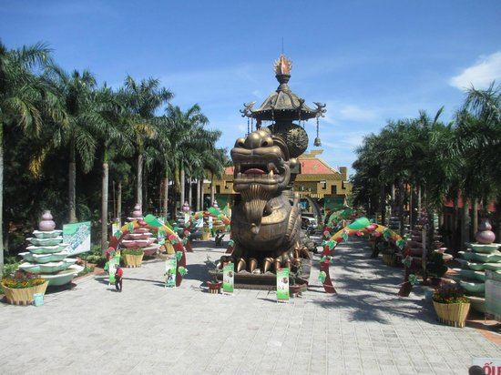 how to get to suoi tien theme park