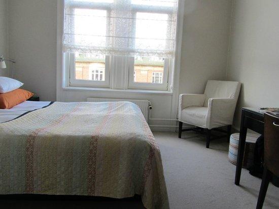 Avenue Hotel Copenhagen: Room 412 (standard room)