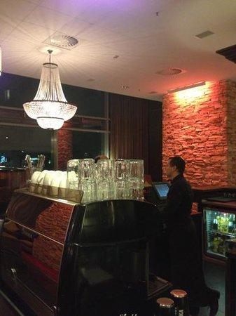 Tulip Inn Düsseldorf Arena: The Main Bar