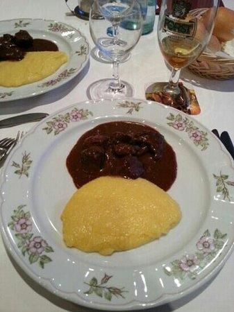 Hotel Scherlin : ristorazione eccellente: spezzatino di cervo e polenta