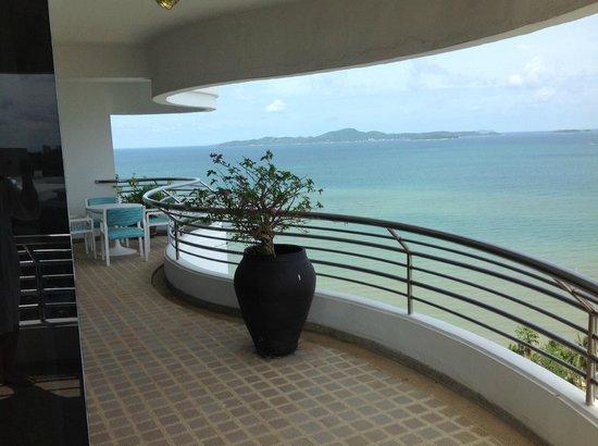Royal Cliff Grand Hotel: Balkong med utsikt
