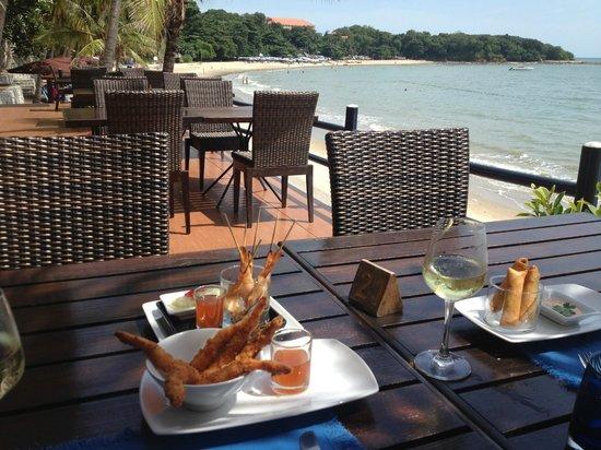 Royal Cliff Grand Hotel: Breezeo god mat och skön svalka direkt vid stranden