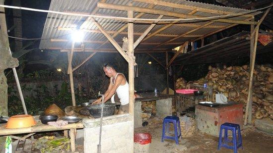 Warung Caluk: Preparation of the fish