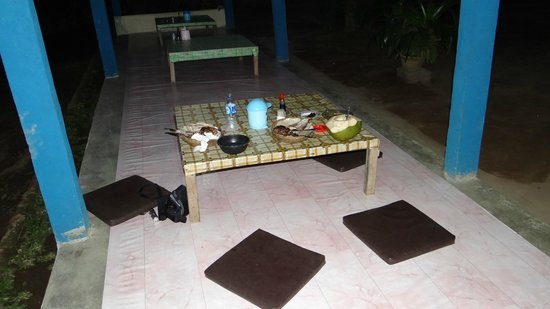 Warung Caluk: Our meal on the table (there are also tables with chairs)